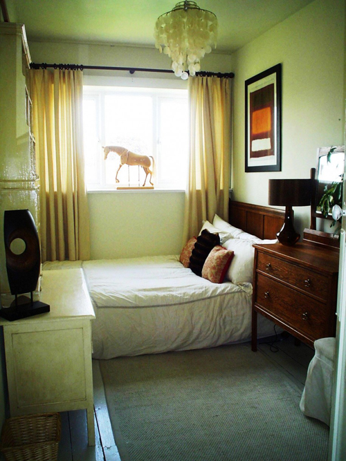 Susunan Perabot Berbentuk U Di Bilik Tidur Sempit