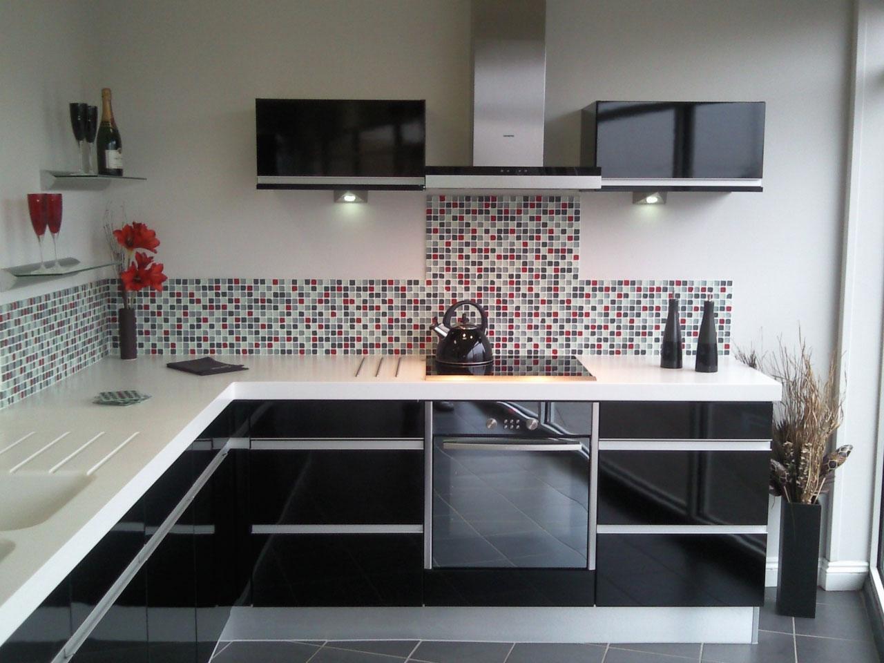 черно-белая кухня без смс